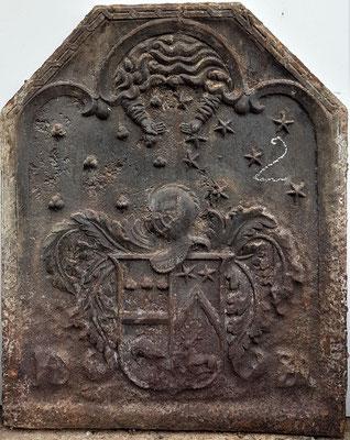 Inv.-Nr. 410   Hochzeitswappen ?/Dubois,  Kaminplatte, 68 x 85 cm, um 1634