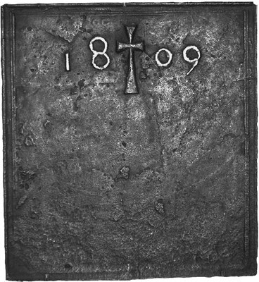 Inv.-Nr. 142   Kreuz, Kaminplatte 50 x 55 cm, Lothringen, dat. 1809