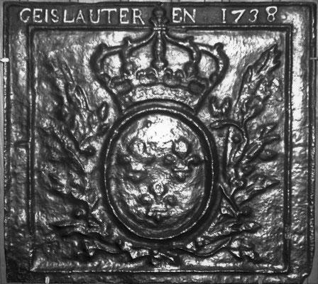 Inv.-Nr 115   Wappen Frankreich (Ludwig XV.),  Kaminplatte 54 x 52 cm, Geislautern, dat. 1738