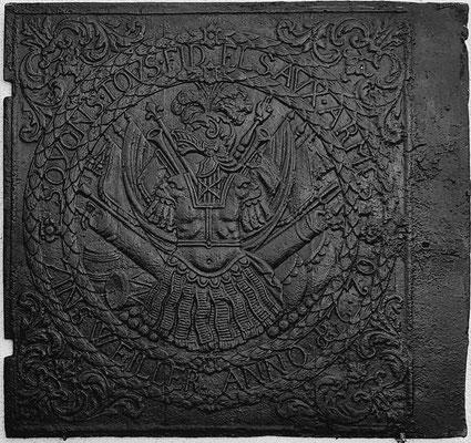 Inv.-Nr. 267   Kriegsallegorie  SOYONS TOVS FIDELS AVX ARMES - ZINSWEILLER ANNO 1770, Ofenplatte 75 x 70 cm, Zinsweiler, dat. 1770