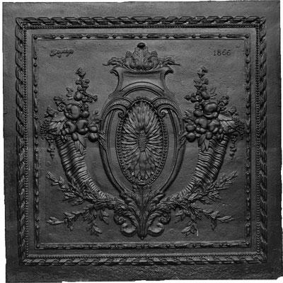 Inv.-Nr. 351   Füllhörner, Kaminplatte 85 x 86 cm, Hayange, dat. 1866
