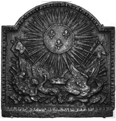 Inv.-Nr. 34   Trophäen Frankreich (Ludwig XIV.), gegossen anlässlich des Sieges über Österreich/Holland im Hülländsichen Krieg (1672-1678), Kaminplatte, 40 x 50 cm, Lothringen, 1672-1678