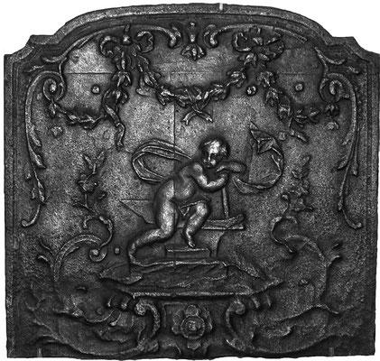 Inv.-Nr. 284   Amor als Schmied,  Kaminplatte 56 x 53 cm, Lothringen, 18. Jh.