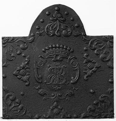 Inv.-Nr. 61   Monogramm KB,  Kaminplatte 75 x 77 cm, Saarland, 1. H. 18. Jh.
