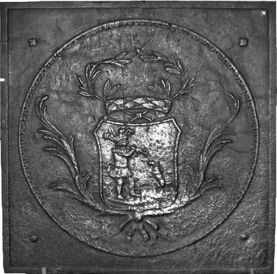 Inv.-Nr. 350   Narr mit Flöte und Hund, Kaminplatte 65 x 65 cm, Lothringen, 18. Jh.