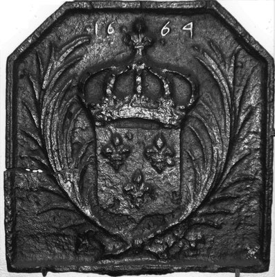 Inv.-Nr. 38   Wappen Frankreich (Ludwig XIV.),  Kaminplatte 50 x 50 cm, Lothringen, dat. 1664