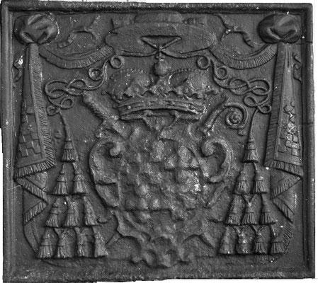 Inv.-Nr. 94   Wappen Claude de Rouvroy de Saint-Simon,  Bischof von Metz, Kaminplatte 60 x 54 cm, Dillingen, um 1740