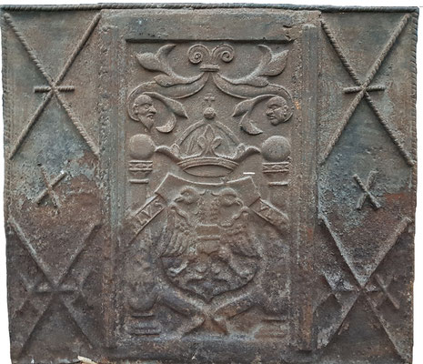 Inv.-Nr. 373   Reichsadler, Kaminplatte 107 x 89 cm, südl. Ardennen (?), ab 1520