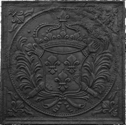 Inv.-Nr. 107   Wappen Frankreich (Ludwig XIV.), Kaminplatte 80 x 80 cm, Lothringen, um 1680