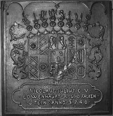Inv.-Nr.   67   Allianzwappen Nicolaus Iulius Löwenhaupt - Falkenstein, Kaminplatte 81 x 84 cm, Südpfalz, dat 1740