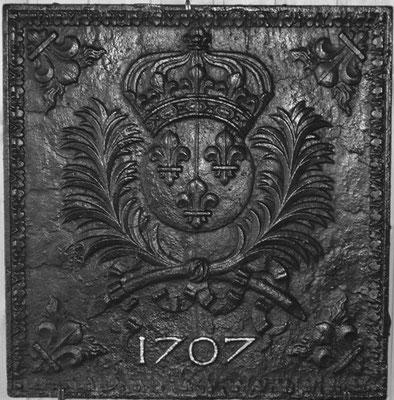 Inv.-Nr. 108   Wappen Frankreich (Ludwig XIV.), Kaminplatte 55 x 57 cm, Lothringen, dat. 1707
