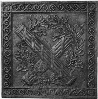 Inv.-Nr. 336   Liktorenbündel,  Kaminplatte 65 x 65 cm, Hayange, um 1800
