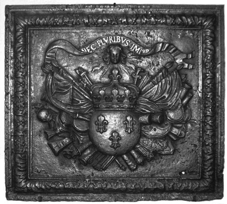 Inv.-Nr. 374   Wappen Frankreich (Ludwig XIV.),  Kaminplatte 92 x 85 cm, Lothringen, um 1680