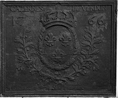 Inv.-Nr. 117   Wappen Frankreich (Ludwig XV.),  Kaminplatte 98 x 80 cm, Lothringen, dat. 1766