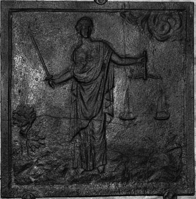 Inv.-Nr. 307   Justitia, Kaminplatte xx x xx cm, Hayange, 2. H. 18. Jh.
