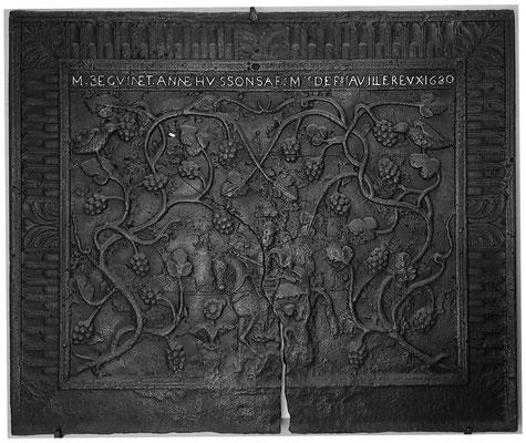 Inv.-Nr. 43   Hl. St. Martin, symbolisiert die Ehe zwischen Anne Husson und Martin Beguinet, Betreiber der Hütte Villerupt,  Kaminplatte 110 x 92 cm, Villerupt, dat. 1680