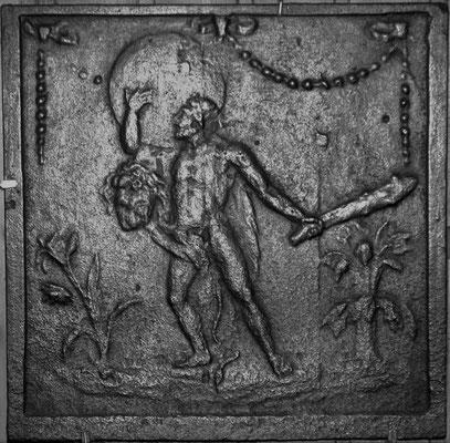 Inv.-Nr. 305   Herkules mit der Last des Himmels, Kaminplatte 40 x 40 cm, Lothringen, Mitte 18. Jh.