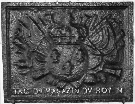 Inv.-Nr. 103   Wappen Frankreich  (Ludwig XIV.), Kaminplatte 72 x 57 cm, Lothringen, um 1680