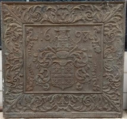 Inv.-Nr. 415   Wappen d´Argenteau,  Kaminplatte, 135 x 135 cm, dat. 1698