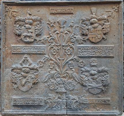 Inv.-Nr. 428   Wappenkomposition Burg Hollenfels,  Kaminplatte, xx x xx cm, dat. 1623