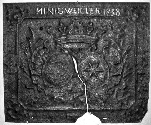 Inv.-Nr. 57   Allianzwappen Carl Emmerich Joseph Zandt von Merl - Maria Anna von Brietzke,  Kaminplatte 89 x 72 cm, Münchweiler, dat. 1738