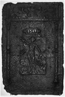 Inv.-Nr. 243   Die Selbsttötung der Lucretia, Ofenplatte 53 x 80 cm, Eisenschmitt, dat 1549