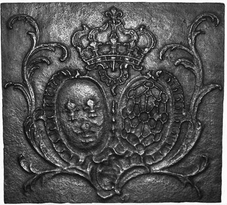 Inv.-Nr. 42   Allianzwappen Frankreich-Navarra (Ludwig XIV.),  Kaminplatte 65 x 60 cm, Lothringen, Ende 17. Jh