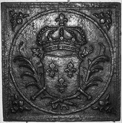 Inv.-Nr. 105   Wappen Frankreich (Ludwig XIV.),  Kaminplatte 53 x 53 cm, Lothringen, um 1690