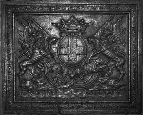 Inv.-Nr. 46   Wappen Charles Henri Gaspard de Lenoncourt-Blainville, Kaminplatte 92 x 76 cm, Dillingen, dat. 1706
