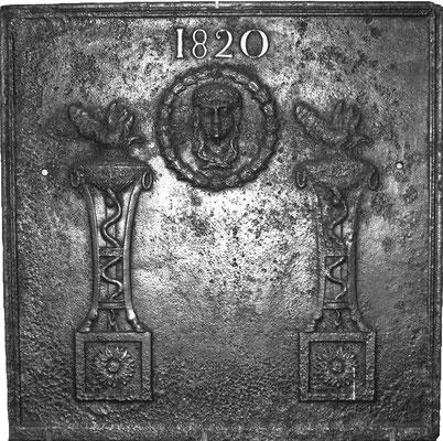 Inv.-Nr. 381   Kandelebersäulen  Kaminplatte, 66 x 66 cm, Lothringen, dat. 182