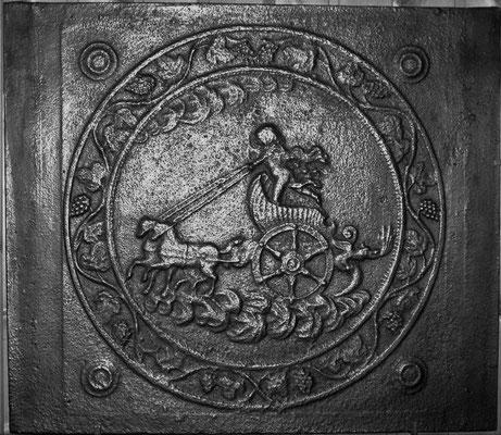 Inv.-Nr. 302   Phaeton auf dem Sonnenwagen, Kaminplatte 67 x 58 cm, Hayange, 18./19. Jh.