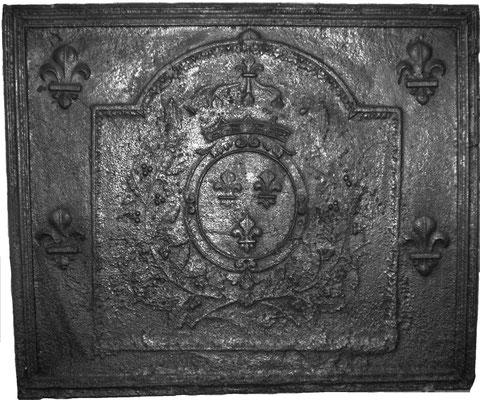 Inv.-Nr. 102   Wappen Frankreich (Ludwig XIV.),  Kaminplatte 98 x 81 cm, Lothringen, um 1680