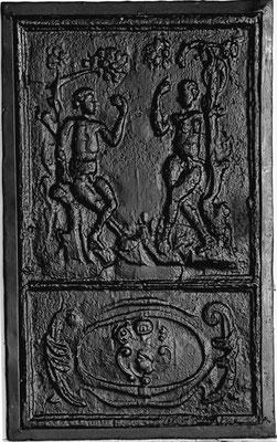 Inv.-Nr. 153   Adam und Eva, Ofenplatte, 35 x 60 cm, Eisenschmitt/Weilerbach (?), ab 1683
