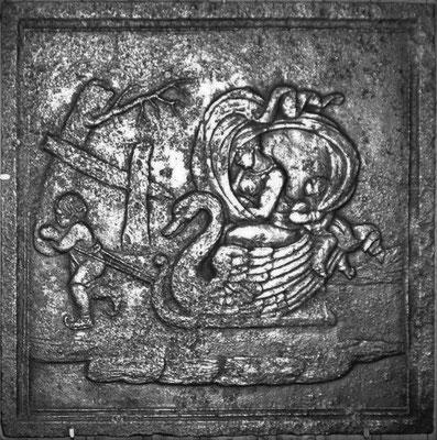 Inv.-Nr. 349   Schwanenschlitten, Kaminplatte 72 x 72 cm, Lothringen, 18. Jh.