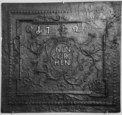 Inv.-Nr. 56   Gottbill/Bauer,  Kaminplatte 85 x 77 cm, Nunkirchen, dat. 1729