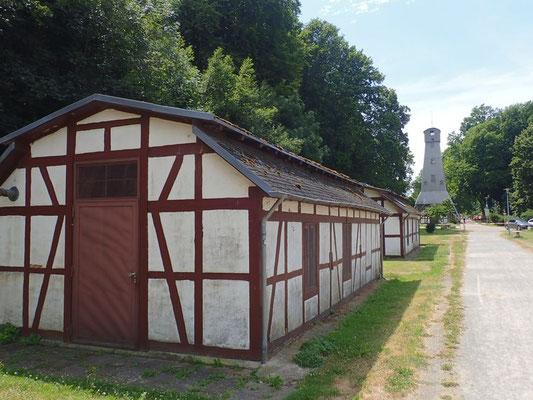 Historischer Salinengarten mit Bohrturm und 5 Pumpenhäuschen