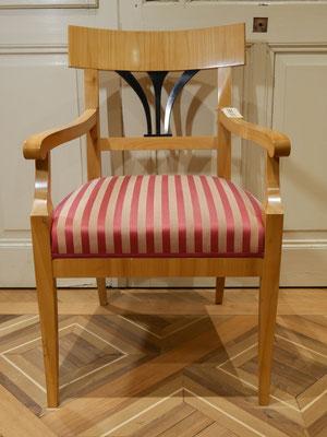 S600 Armlehnstuhl (Musterbild) Biedermeier gepolstert, Modell 600 Kirschbaum lackiert (auch in Nussbaum) , H900xB600xT500 SH450mm, weiß/roh gepolstert