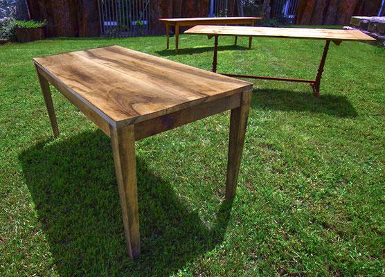 Tisch Nr. 1, Nussbaum, natürlich gealtert, unbehandelt, sägerauh, gebürstet; Maße nach Kundenwunsch (z.Bsp. 1,60m x 0,80 m EUR 2.150,-)
