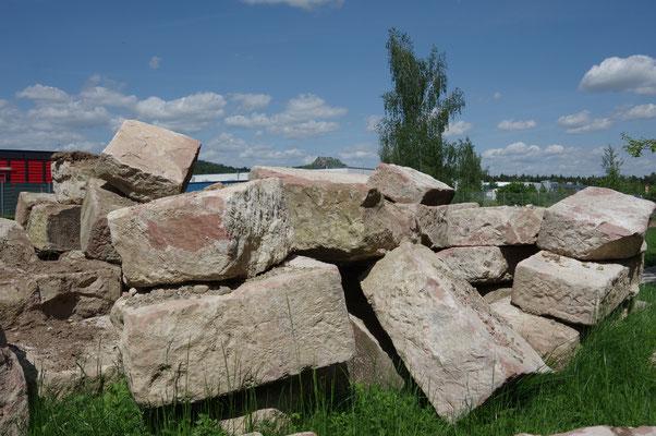 Sandsteinblöcke rot, Größe ca. L 0,80 cm B 0,50 cm H 0,40 cm, Preis auf Anfrage nach Menge