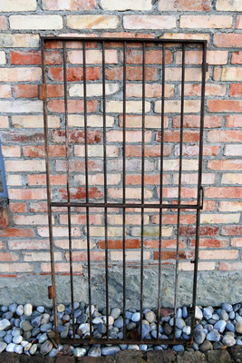 Gittertüre Metall, H 1,60m B 0,78m, EUR 640,-