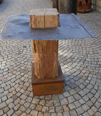 T61 Stehtisch massiv Mahagoni, histor. Metall, Fußablage Holz/Metall  H1300 x B1150x1150mm