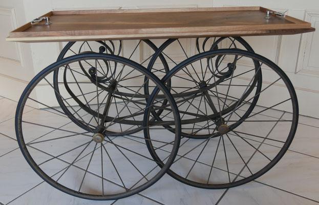 T34 Beistelltisch rechteckig, Metallgriffe, Nußbaum, historische Räder L 900 x B480 x H 580 mm
