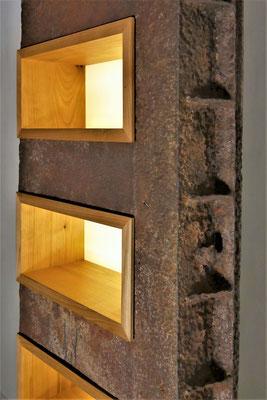 L23 Lichtobjekt Metall auf Eichen-Sockel, offene Kirschbaum-Fächer H2050xB500xT200mm, Sockel 500x500mm