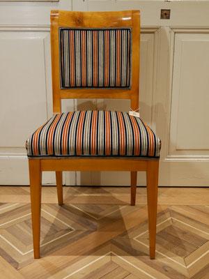 S40 Stuhl Kirsch auf alt gebeizt und lackiert,weiß/roh gepolstert