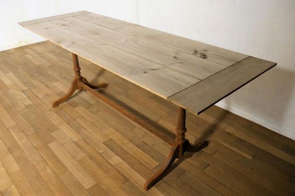 Tischuntergestell mit natürlich gealterter, unbehandelter Kirschholz-Tischplatte