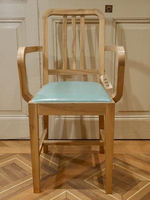 S23 Armlehnstuhl Nußbaum lackiert, modern gepolstert H900xB500xT400 SH500mm