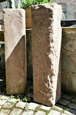 Drei Stück Sandstein Tritte, auch als Stehle zu stellen Maße: H85xB20x20cm EUR 60,-/St.