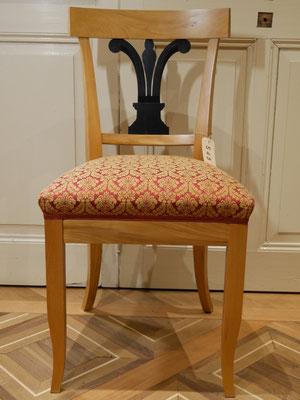 S45 Stuhl (Musterbild) Biedermeier, klass. Polsterung, schlichte Form, Ulme lackiert (auch in Nuss, Kirsche), H920xB450xT450 SH500mm, weiß/roh gepolstert