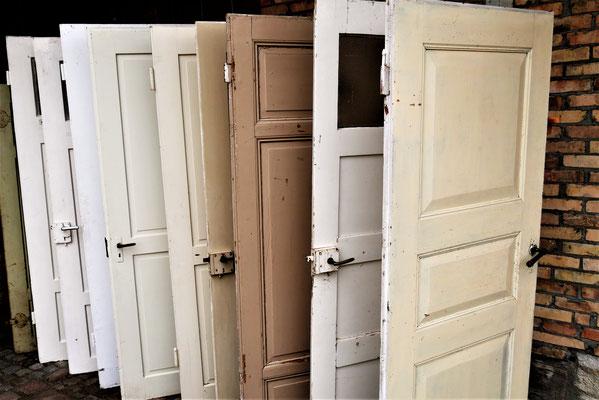alte Türen, verschiedene Größen, ca. EUR 100,-/St.