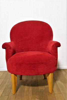 S20 Club-Sessel Rot, klassische Polsterung, gegurtete Federn, Nussbaumfüße, H 87 cm B max. 70 cm, T 65 cm, Sitzhöhe 42 cm, EUR 1.450,- ; Mehrmenge kann gefertigt werden